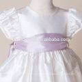 El bautizo del recién nacido cultiva la ropa seda del satén con el vestido del bautismo de los fajines blancos rosados púrpuras para las muchachas infantiles Vestidos del desfile