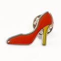 Pin de solapa de zapatos de tacón alto rojo directo de malasia fábrica con cierre de mariposa