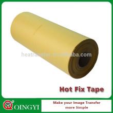 Rolo de fita amarela com fita adesiva