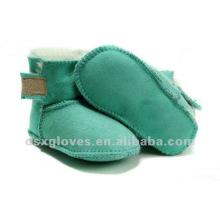 Zapatos verdes del invierno de la zalea del bebé