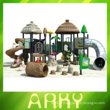 Équipement de terrain de la tribu de l'ancienne tribu avec des enfants
