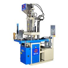 Mini-Spritzgießmaschine zur Herstellung von Sohlen