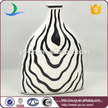 Blanco y negro gran jarrón de decoración