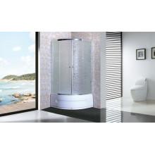 Cabine de douche sanitaire avec plateau et jupe