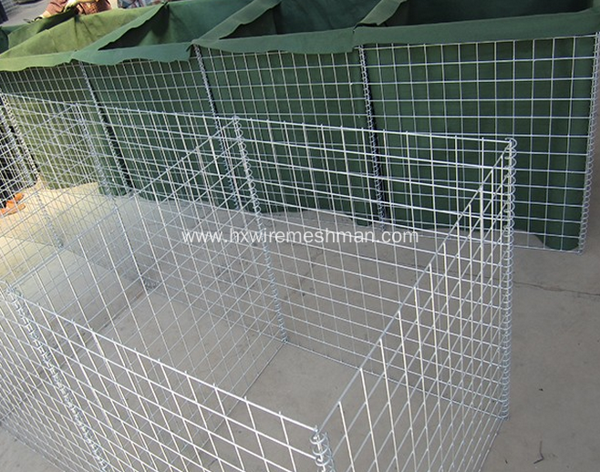 Galvanized temporary flood barriers