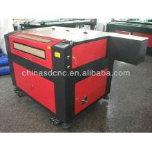China máquina del grabador del laser del anuncio 6090 para grabar y cortar el material no metálico con el CE