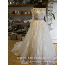 Robe de mariée Princesse Lacy Look Robe de mariée en dentelle à encolure en tranches P094