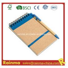Caderno de papel reciclado com caneta esferográfica