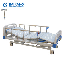 Cama médica manual das manivelas do hospital da função SK014 3 com cabeceiras do ABS