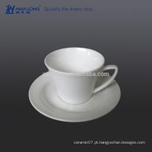 Copo de café cerâmico da forma do coração de 0.2L com suporte, copo de café por atacado e Saucer