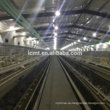 Una jaula de cría de gallinas de capa tipo para granja de aves de corral