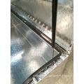 parte superior da placa do verificador de alumínio que abre a caixa de ferramentas do reboque do ute
