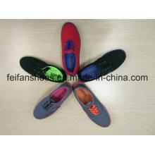 Chaussures d'injection de toile d'arrivée de nouveaux unisexes, chaussures de glissement occasionnelles de femmes