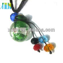charmes transparents faits à la main couleur mélangée ronde pendentif bouteille de parfum avec accessoires de bijoux de chapeau en bois