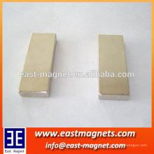 Forma personalizada y aplicación industrial del imán 80 x 30 x 10m m imán pernanent