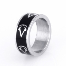 Letter Pattern Black Ring Designs Anillo de color plateado