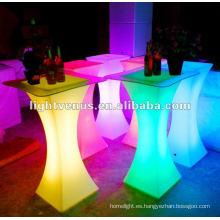 Club nocturno, mesa de cóctel con barra LED