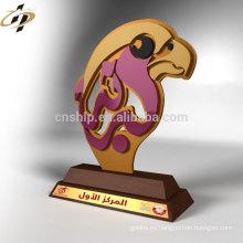 Taza de trofeo de águila de metal personalizado barato profesional con base de madera