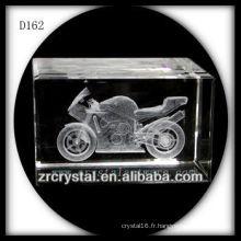 Cube en cristal de moto gravé au laser 3D