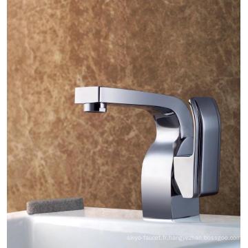 Robinet de lavabo en laiton durable Robinet de toilette pour salle de bain simple (Q3034)