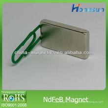 aimants en néodyme solide rectangulaire F25x14x4mm dans la vente en bloc