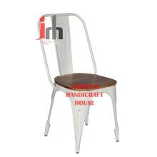 Chaise en bois et bois blanc