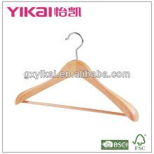 Cabide de madeira natural com ombro largo e barra redonda