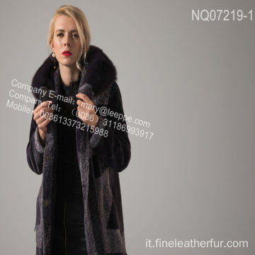 Lady Long Coat With Fur In Winter