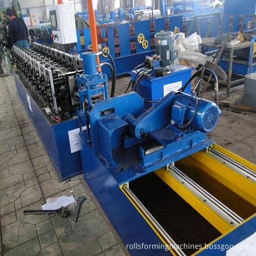 Roller Shutter Door Forming Machine (2)