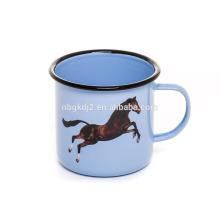Logo impression personnalisée étain et émail tasse de café alimentaire safty avec noir rouleau jante cheval décalque de haute qualité
