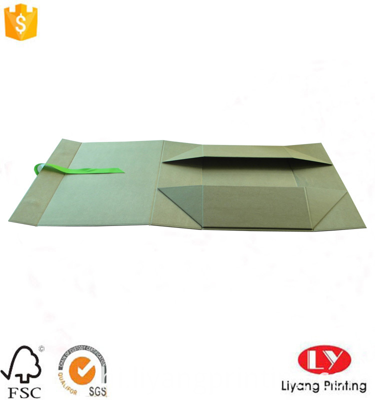 foldable box with ribbon