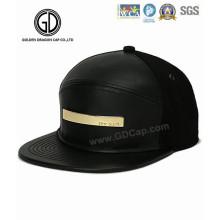2016 Mode PU Leder Snapback Cap mit glänzenden goldenen Metall
