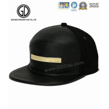 2016 Fashion PU Leather Snapback Cap with Shining Golden Metal