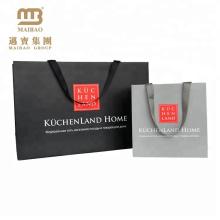 Guangdong-kundenspezifische einfache Entwurfs-Fördermaschinen-Kunst-Papiertüte mit weicher Touch-Matt-Laminierung