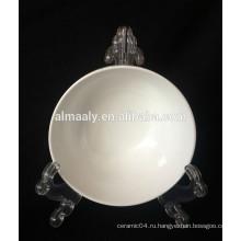 Белая керамическая миска с золотой линией