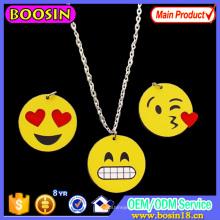 Moda esmalte jóias liga emoji colar de pingente