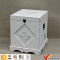 Antike weiße kleine hölzerne Aufbewahrungsbox mit Deckel