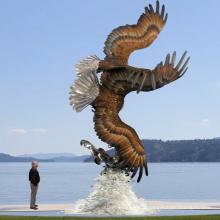 Sculptures d'aigle en bronze antique