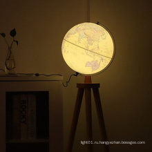 Винтажный глобус с освещенным полом