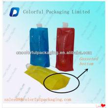 Tenez la poche de bec de jus avec le trou de hang / Tenez le sac de bec d'eau potable / tenez la poche avec le bec