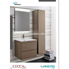 Cabinet de salle de bain de luxe laqué clair avec canibet de grande cuisine