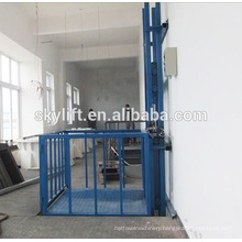 Electric outside cargo lift hydraulic lift