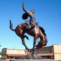 Cowboy de haute qualité sur la statue de cheval (le service adapté aux besoins du client est disponible)