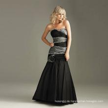 Modisches schwarzes Hochzeitskleid