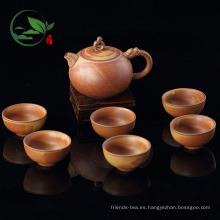 Juego de té marrón de cerámica hecho a mano en color crudo con paquete de tazas de té en maceta de té en caja de regalo