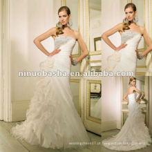 Desossado com diamante assimétrico Beading e plissado Criando um perfil de abraço de figura para o vestido de casamento da meia-coxa