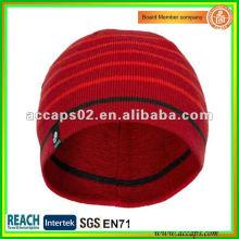 Entworfener roter Winterhut und Kappe BN-1024