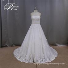 Robe de mariée en dentelle sans bretelles blanche
