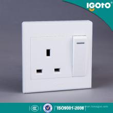 Interruptor eléctrico Igoto D2013 13A y conector de 3 clavijas