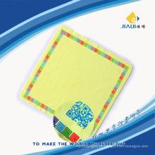 Pano de limpeza de tela com uma impressão em seda de cor